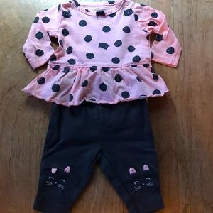 2-piece Newborn OUTFIT with Cats EUC